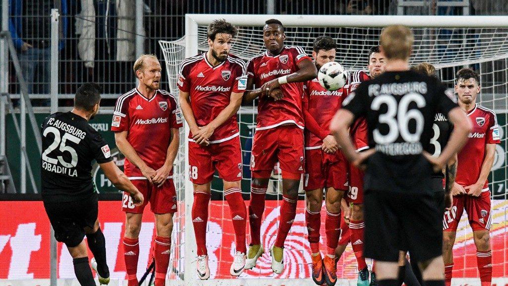 Freistoß zur Führung des FCA (Quelle: Sportschau.de)
